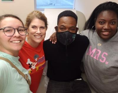 Amy, Junior y Claudine una semana después de la cirugía de trasplante
