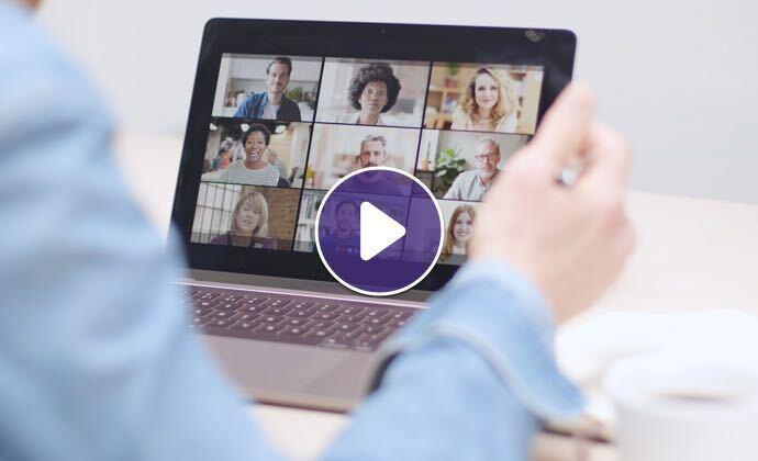 Màn hình laptop hiển thị một cuộc gọinhiềubênqua video