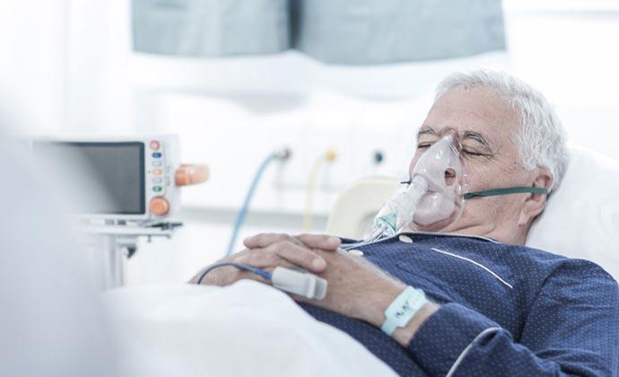 Un paciente en la cama de un hospital