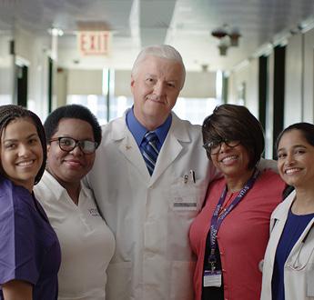 一群VITAS團隊成員,包括護士、醫師、社工和銷售代表