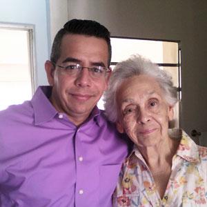 Un capellán de hospicio con una paciente de hospicio