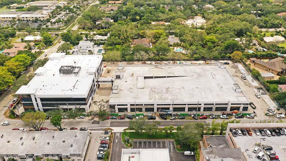 起重機及其他營建設備正在施工VITAS新建的獨棟住院病房