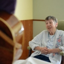 A patient's wife sings as a VITAS music therapist plays guitar
