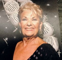 Una foto familiar de Evelyn, madre de lona